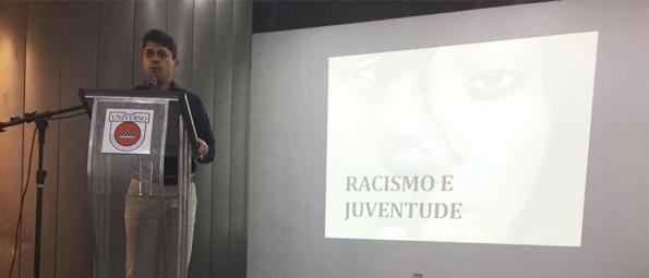 Vereador Luiz Carlos participa de palestra contra o racismo